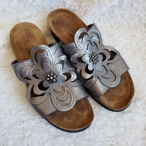 Naot Metallic Flower Leather slide sandals Size 7